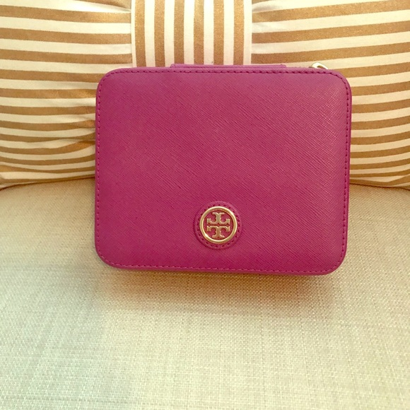 Tory Burch Other - Tory Burch Robinson jewelry case